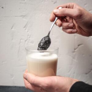 Black Paste Charbon végétal actif et sésame noir latte