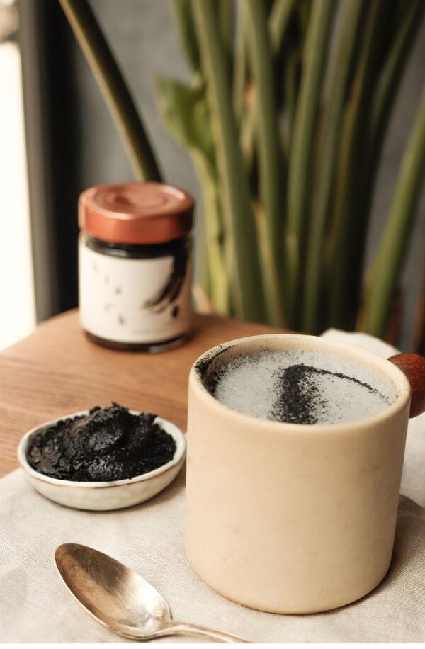 Black latte sésame noir et charbon végétal actif